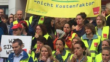 Protestaktion bei der DiBa-Bank in Hannover